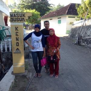 saya, oom saya dan tante saya.